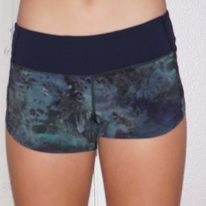 Lululemon run times short size 4
